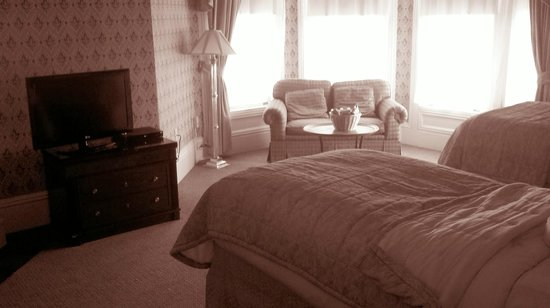 Hotel Majestic: Twin Beds Suite, Room 402