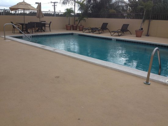 Days Inn Fort Lauderdale Hollywood/Airport South: Pool side