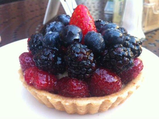 Urth Caffe: Fruit tart