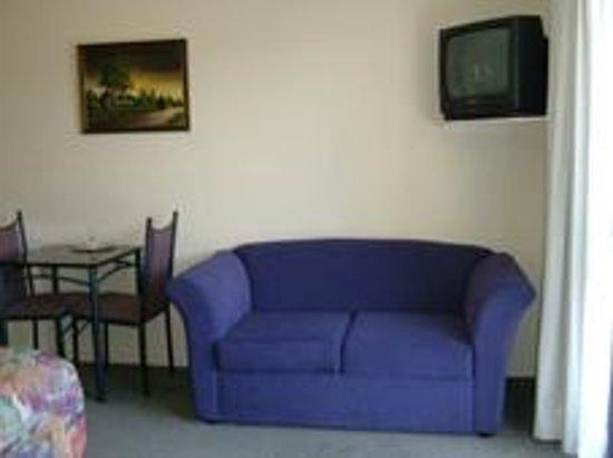 Phoenix Motor Inn: Studio lounge
