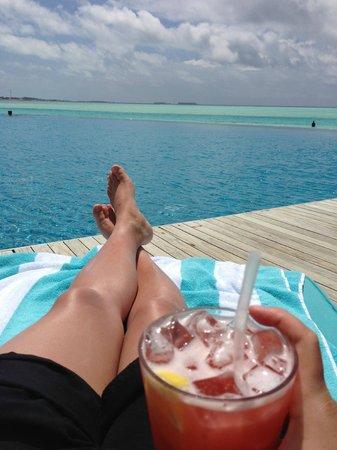 Anantara Dhigu MaldivesResort : View of the main pool