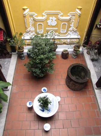 Vinh Hung Heritage Hotel: Courtyard