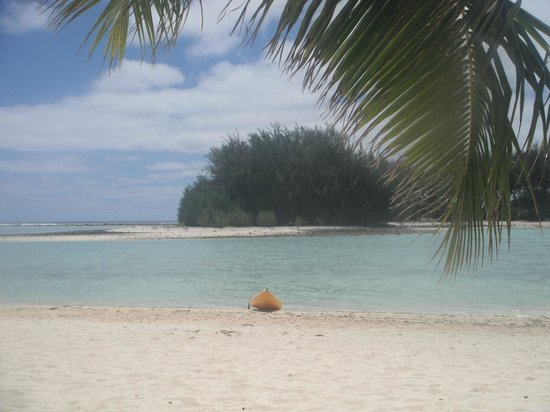 Muri Beach Club Hotel : Another island you can easily get to and explore by kayak