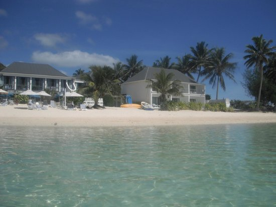 Muri Beach Club Hotel : Another view of the resort from the water