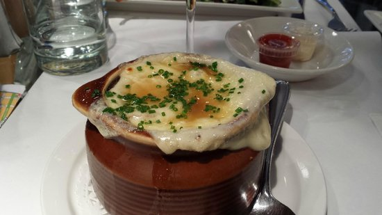 Bistro Sous le Fort: French Onion Soup