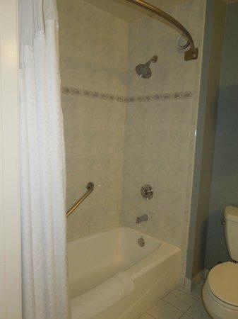 Holiday Inn Express Hermosa Beach : bathoom