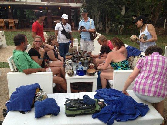 Cafe de Playa Beach Resort & Dining: Hanging with friends at Cafe de Playa