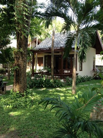 Montien House : One of the older bungalow type rooms nearer the beach