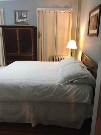 Beacon Inn 1750 : Bed