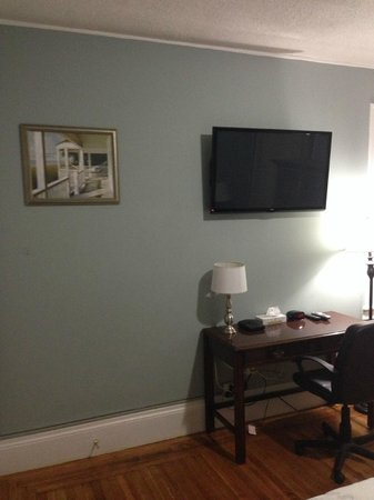 Beacon Inn 1750 : TV