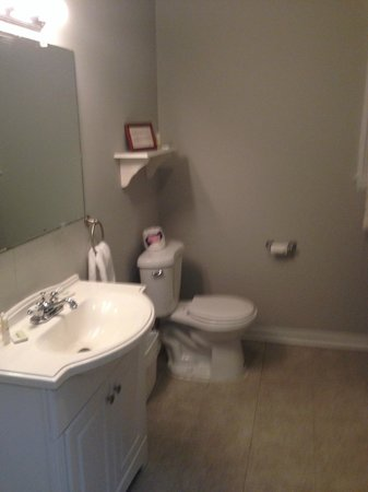 Beacon Inn 1750 : Bathroom