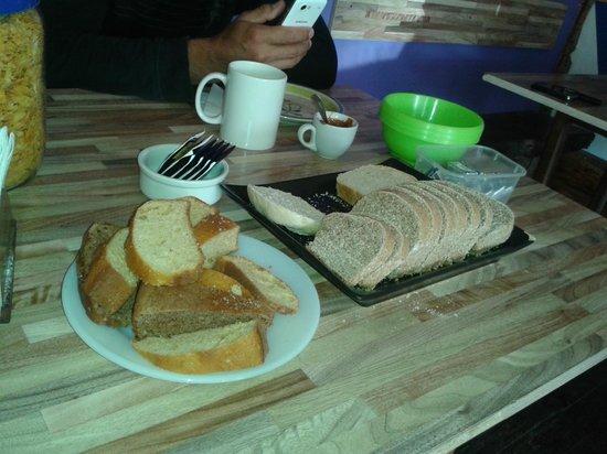 Hopa Home Patagonia Hostel: Desayunos de Hopa Home caserito!!