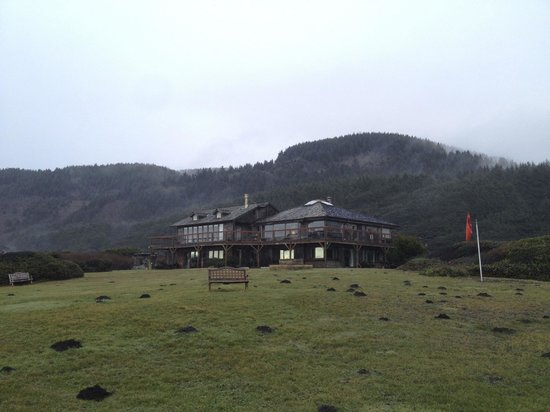 SeaQuest Inn Bed & Breakfast: SeaQuest Inn from the bluff
