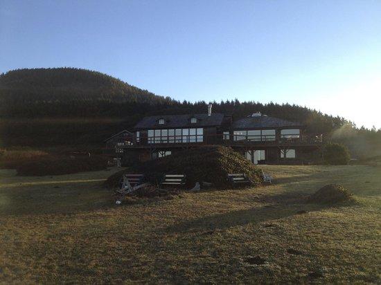 SeaQuest Inn Bed & Breakfast : SeaQuest Inn from the bluff in the morning sun