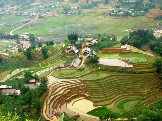 Trails of Mountain Travel : View of Muong Hoa valley