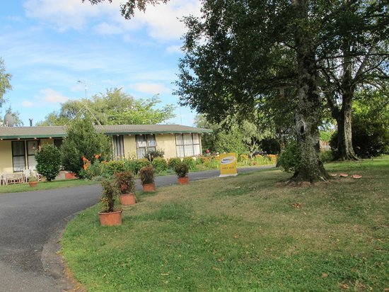 Anglers Paradise Motel: garden