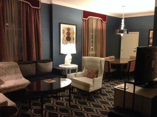 Kimpton Hotel Monaco Salt Lake City: Sitting area of the suite