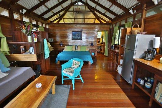 Villas Serenidad: Looking into the cabin from the porch