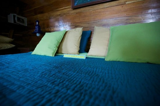 Mother Dear Ocean Cottages: Bed with welcoming note