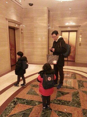 Lotte Hotel World: elevator out