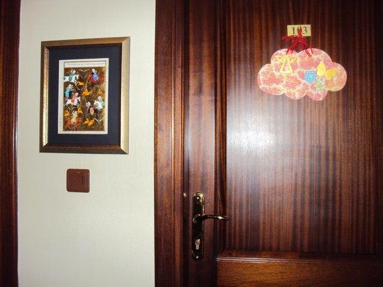Emine Sultan Hotel: Puerta de la habitacion