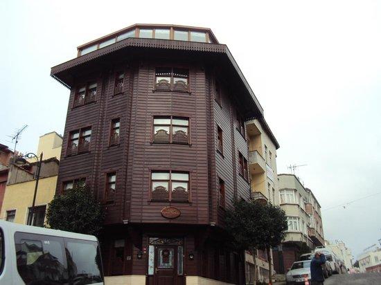Emine Sultan Hotel: Frente del hotel