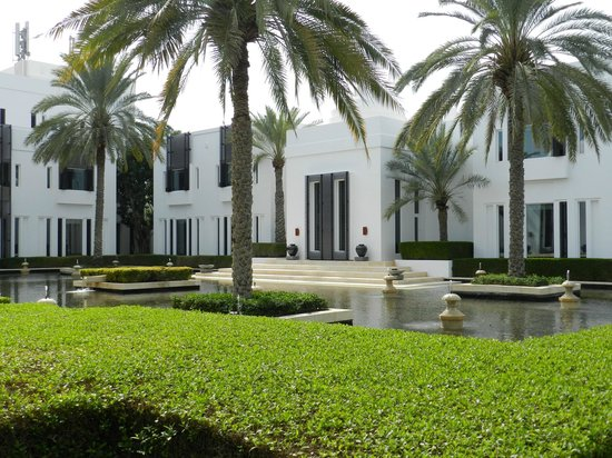 The Chedi Muscat – a GHM hotel: Hotel Grounds