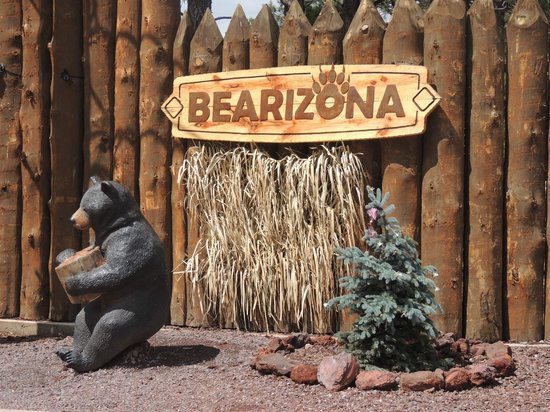 Bearizona Wildlife Park: Entrance into the walking area