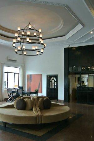 White Mansion: Lobby