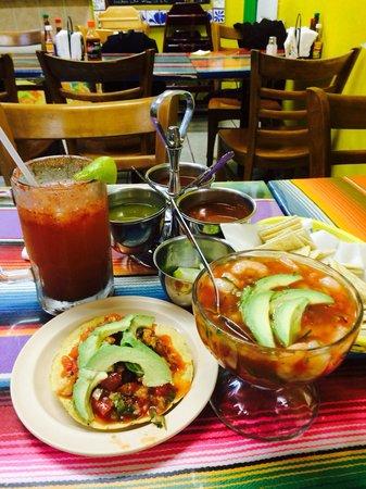 Taqueria San Julian 2: Tostada de ceviche, coctel de camarón, y una Michelada