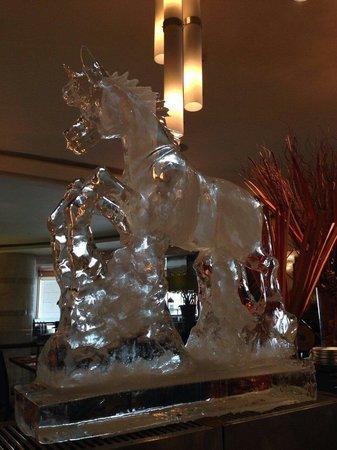 Pullman Bangkok Grande Sukhumvit: Nice ice carving to celebrate the year of the horse.