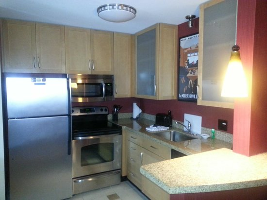 Residence Inn North Conway: kitchen area