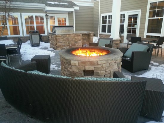 Residence Inn North Conway: Outside firepit area