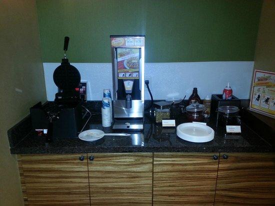 Residence Inn North Conway: Waffle bar