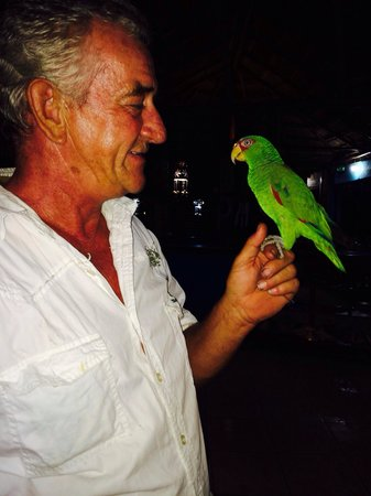Hotel Castillo: Peter (the owner) and Tommy the Parrott.