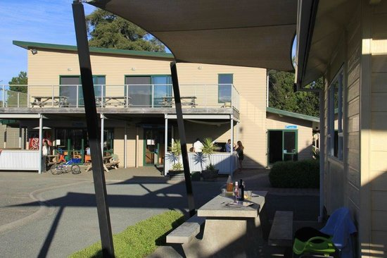 Motueka TOP 10 Holiday Park: View from outside to BBQ and kitchen area