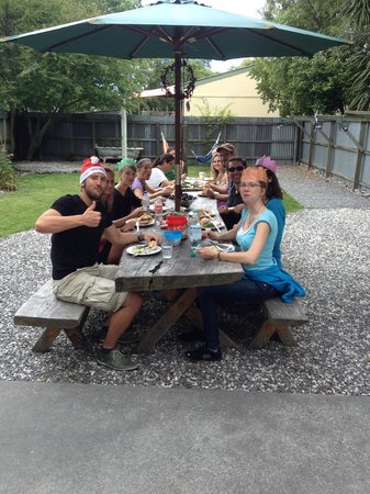 Around the World Backpackers: 2013 Christmas feast