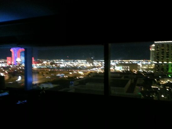 Vdara Hotel & Spa : Nice view from 15032