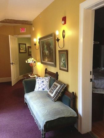 Buttermilk Falls Inn & Spa: Private Hallway leading to Winterberry & Juniper rooms