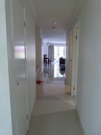 BreakFree Diamond Beach: HUGE!!!  Hallway from front door looking to living area