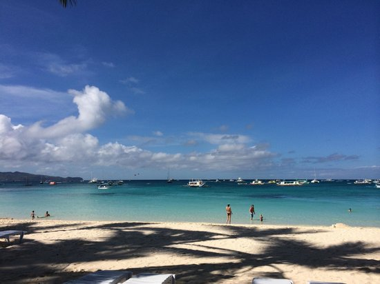 Island Jewel Inn: The view once you hit the beach