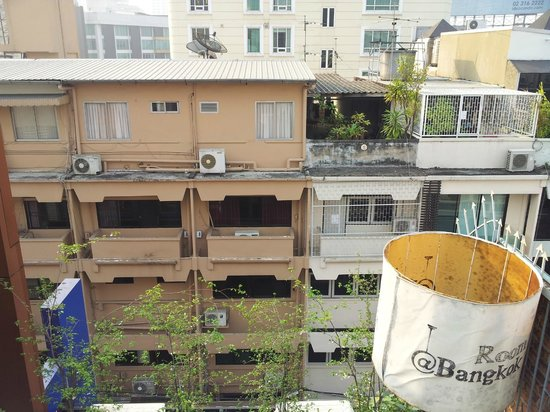 Room@Bangkok Boutique Guesthouse: View from the rooftop breakfast area