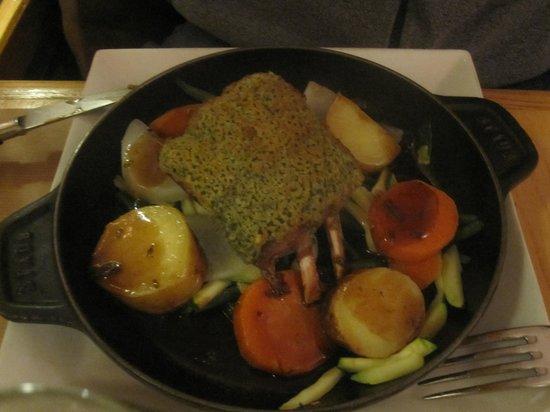 Le Petit Pontoise: Roasted lamb with a light seaweed coating
