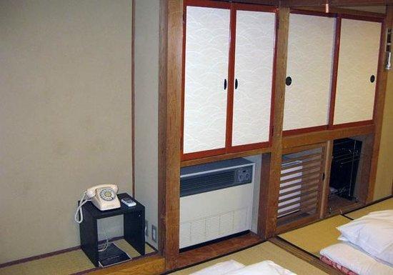 Hodakaso Yamanoiori: 格子の中に小さな冷蔵庫あり