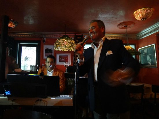 La Boheme Bistro: Legendary dominican soloist Niní Caffaro made a special performance that evening .