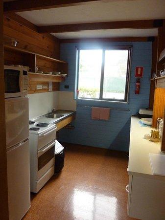 Bicheno by the Bay: kitchen