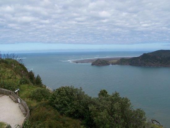 Manukau Heads Lighthouse: Manukau Bar