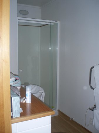 Quality Hotel Marlborough : Shower room
