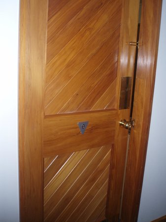 Quality Hotel Marlborough : Door to Room