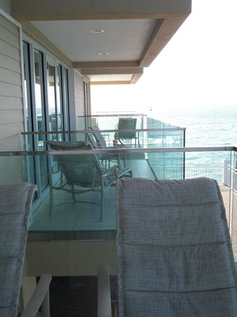 Pier House Resort & Spa: balconies